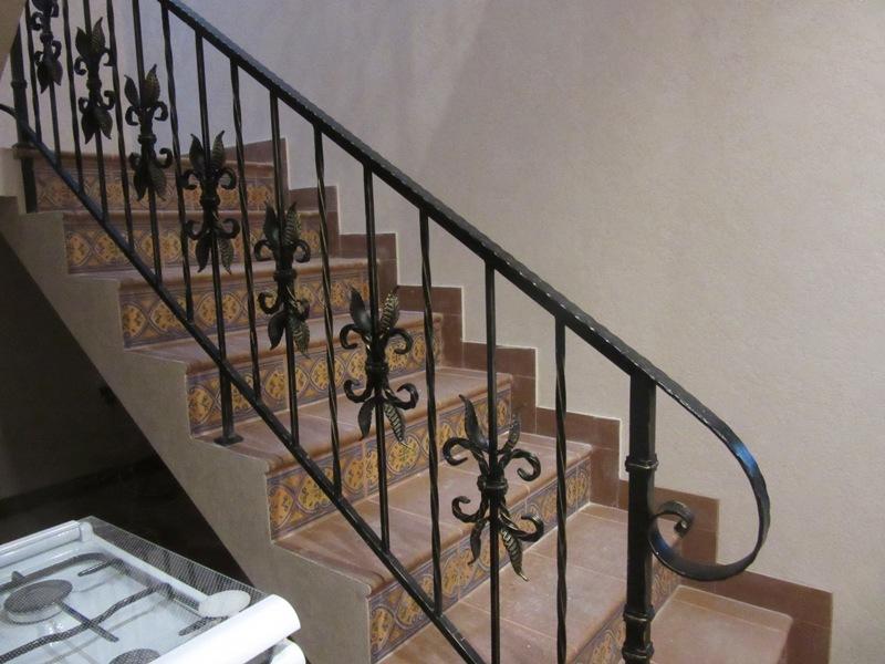 кованые перила на лестницу фото